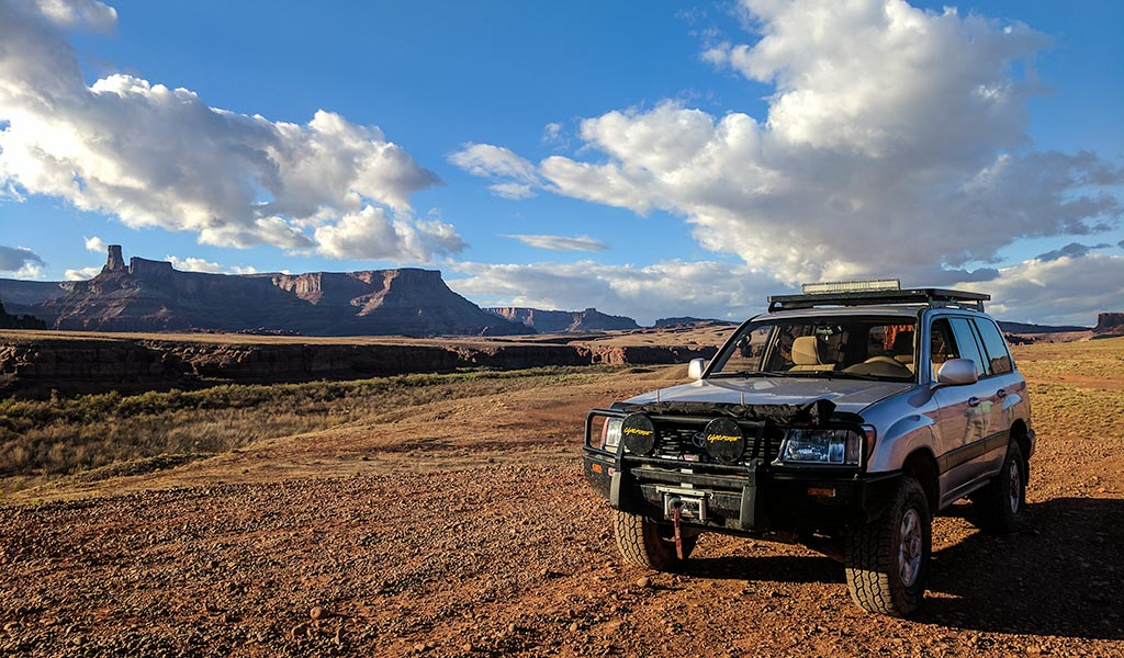 Land Cruiser in Moab desert